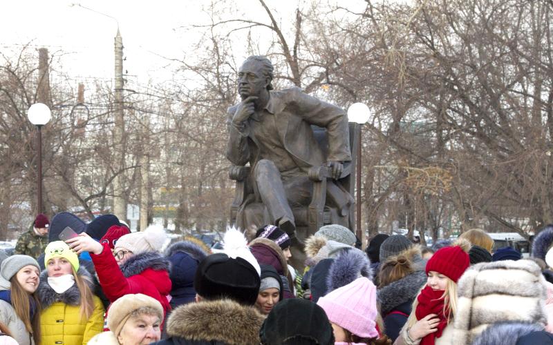 В Красноярске открыли памятник известному балетмейстеру Михаилу Годенко