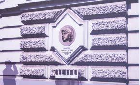 Подведены итоги конкурса на разработку эскизных проектов мемориальных досок народному артисту России Дмитрию Хворостовскому