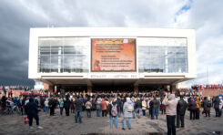 На площади у БКЗ споют хором две тысячи человек