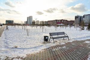 Вид из сквера на ул. Октябрьская